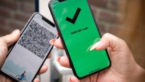 Op je rijbewijs, bij het internetbankieren, op een grafzerk en als toegangsbewijs: hoe werkt een QR-code precies?