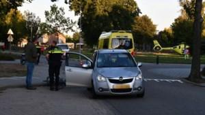 Kind op fiets aangereden door auto; gewond naar ziekenhuis gebracht