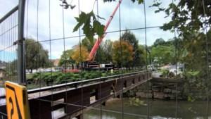 Gammele Geulbrug bij Polfermolen in Valkenburg weggehaald