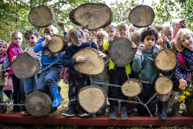 Kinderen in Rimburg leren dat elke boom een eigen karakter heeft
