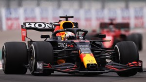 Verstappen racet in Turkije in speciale witte Red Bull