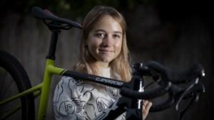 Van 6-jarig meisje dat trainde met opa tot jong talent dat haar doorbraak wil realiseren: 'Opstaan, ontbijten en fietsen. Dat is het leven!'