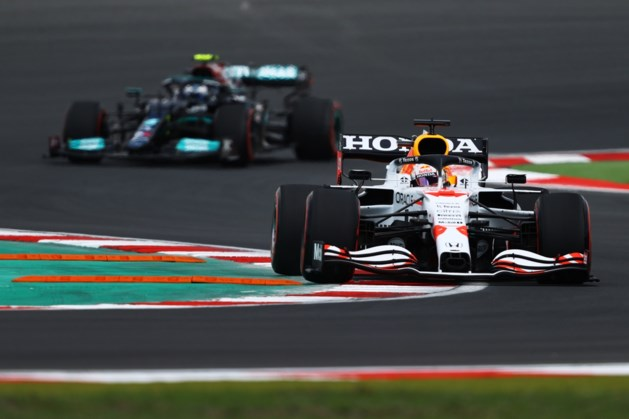 Max Verstappen vijfde in tweede vrije training, Hamilton opnieuw snel