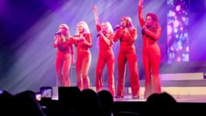 Verse roddels uit de showbizz: Angela Groothuizen op 'snoepwinkel' Tinder