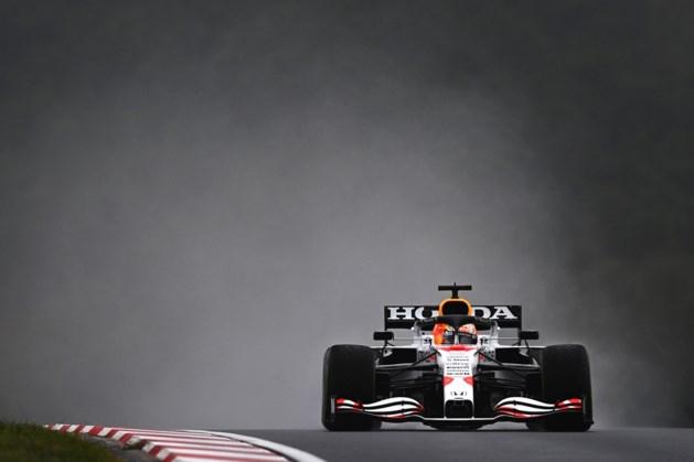 Max Verstappen profiteert van eigenwijze Hamilton en neemt leiding in WK over