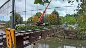 Noodbrug over de Geul bij Polfermolen en basisschool Valkenburg