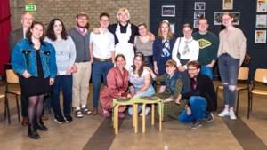 Oud-leerlingen Eijkhagencollege staan met toneelgroep Reprise twee keer op de planken