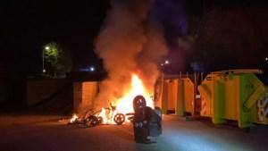 Scooters in brand gestoken in Horst