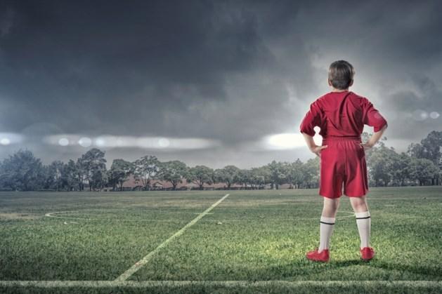 Jeugdige voetbaltalenten strijden op veld Langeberg voor plek op Nederlandse Kampioenschappen