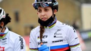 Belgische veldrijder Hermans klasse apart in tweede wereldbeker, Brand wint vrouwenrace na valpartij
