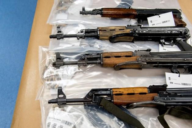 Woning in Aldenhoven: Zoveel (vuur)wapens, handgranaten, munitie en explosieven dat het opruimen dagen duurt