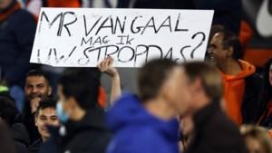 De nazit van Nederland-Gibraltar is een cabaretvoorstelling; voetballen tegen dwergstaten is niet moeilijk, maar ridicuul