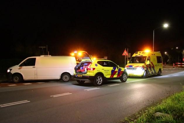 Wielrenner gewond afgevoerd na aanrijding met bestelbus in Venlo