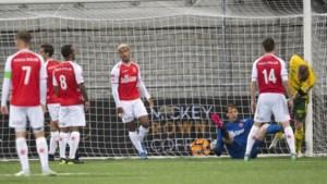 MVV vernederd voor eigen aanhang; ADO na monsterzege periodekampioen