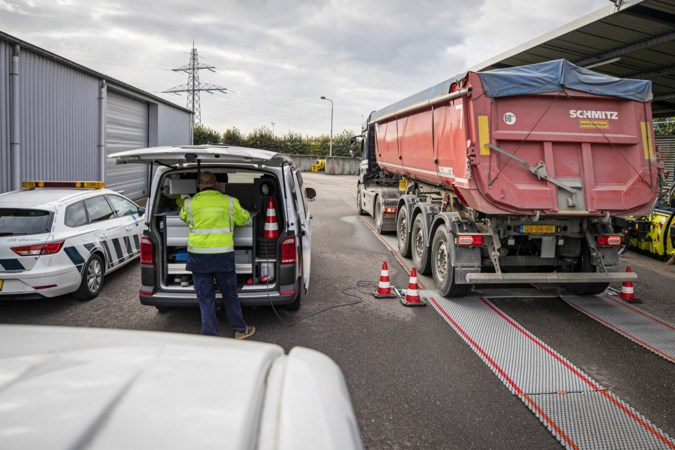 Inspectie controleert in Limburg vrachtwagens op overbelading