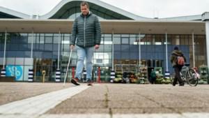 Blinde Ralf (40) komt de vreemdste obstakels tegen op witte ribbelpaden