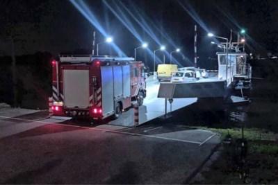 Vrachtschip met zwavelzuur botst met binnenvaartschip op de Maas