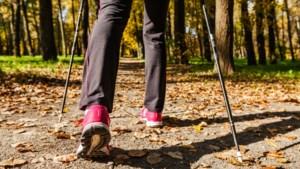 Mindfulness-wandeling bij dageraad met wandeltrainer René Spierts