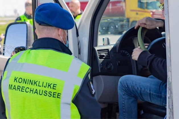 Marechaussee pakt in Venlo Duitser op voor mensensmokkel