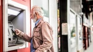 Ouderen klagen over leeftijdsdiscriminatie door banken: ze mogen minder rood staan