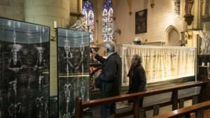 Replica van lijkwade in Nieuwstadt: het verhaal van de lijdensweg van Jezus vol details aan de hand van zijn dodendoek