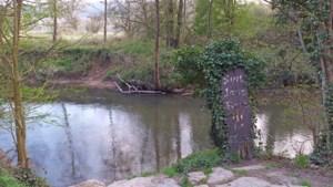 Bord bij Sint-Jansbron in Valkenburg 'totaal verweerd en onleesbaar'