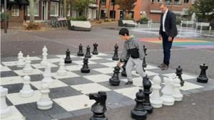 Tijdelijk schaakbord op het Lambertusplein in Horst
