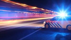 Man ramt drie politieauto's tijdens wilde achtervolging door Limburg, agent lost waarschuwingsschot