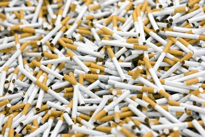 Boete van bijna vijf ton voor het smokkelen van 380.000 sigaretten, bestelwagen onderschept in Maasmechelen