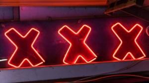 Eigenaar voormalige seksclub vraagt om hulp van gemeente, maar krijgt vervolgens dwangsom op zijn dak