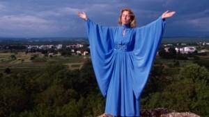 De Limburgse jaren van Jomanda (73): in Venlo zag ze het licht, in Valkenburg droomde ze van een paranormaal kuurcentrum
