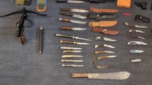 Ploertendoder, kruisboog en vuurwapen; meer dan vijftig wapens ingeleverd bij politie in Parkstad