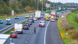Vrachtwagen en bestelbus botsen op A73 bij Tegelen