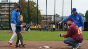 Beek heeft landelijke primeur honkbal voor blinden en slechtzienden: 'Het is voor het eerst dat mijn dochter alleen rent, zonder begeleiding'