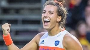 Oranje-speelster Frédérique Matla traint jeugd van Hockeyclub  Nuth