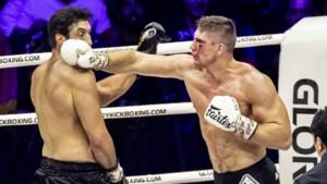 Kickbokser Verhoeven wankelt maar blijft wereldkampioen