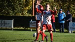 Spits Luc van Kuijck heeft geen spijt van terugkeer naar geboortedorp: 'Voetbal leeft enorm in Melderslo'