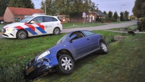 Inzittenden auto vluchten na eenzijdig ongeluk in Ospel