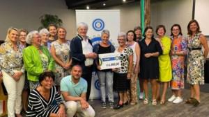 Inner Wheel Roermond verrast stichting Family Care Limburg met cheque